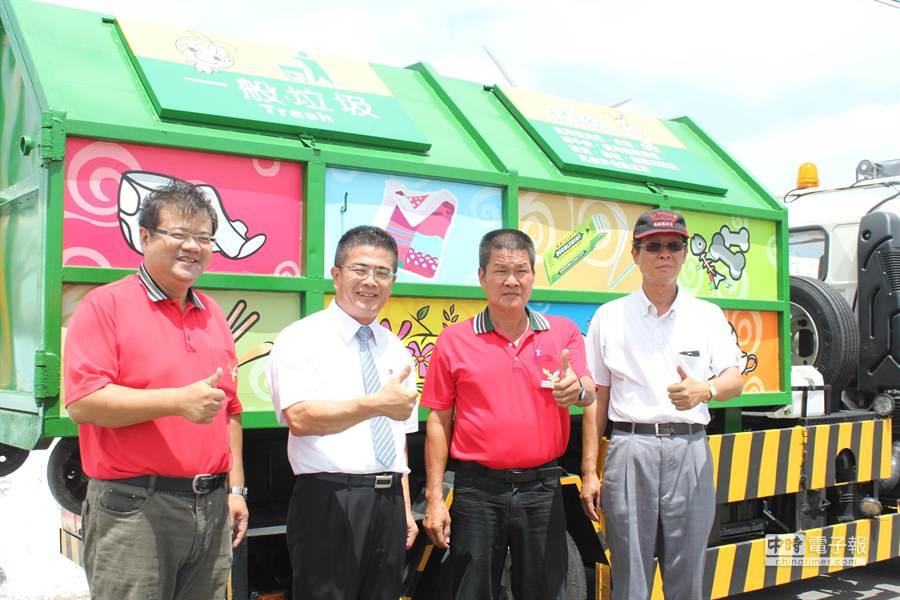 鹿港鎮長黃振彥提醒第一時間就能把垃圾工作分類做好。(吳敏菁攝)