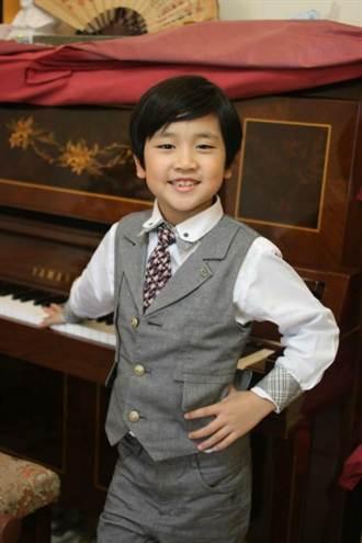 8歲韓系花美男 徒手蛋白打泡現高超廚藝