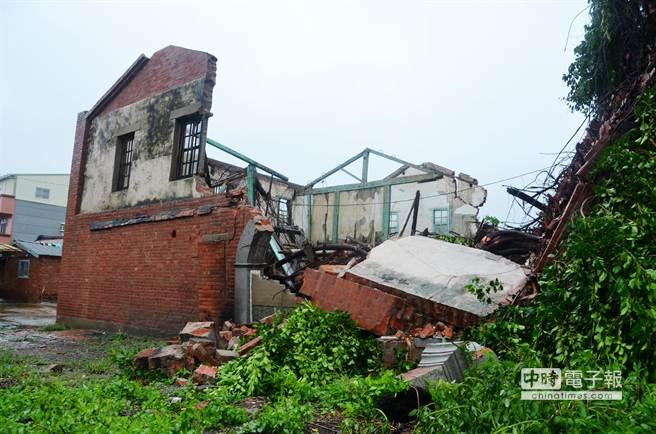 吳杯初濟生病院清晨倒塌。(呂妍庭攝)
