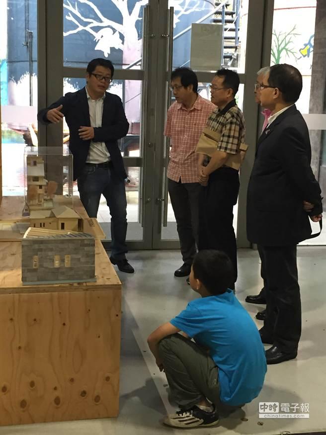都市高層木構建築台日聯展,透過展覽、解說等方式,讓民眾更親近木建築。(馬瑞君攝)