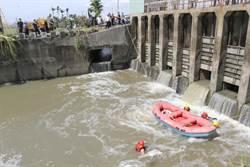 清理水閘門 水利會小組長落水溺斃