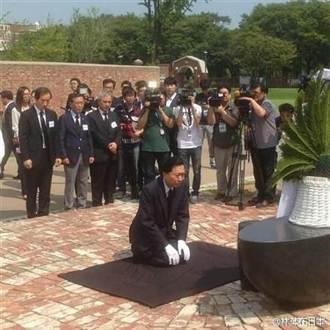 鳩山由紀夫向韓抗日烈士下跪 促安倍謝罪