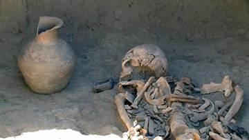 哈薩克發現千年前女戰士遺骸 手還握女王神劍