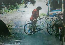 壯女偷自行車 警逮捕驚訝:以為是男人勒