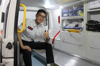 22歲鳳凰志工 從小立志救護