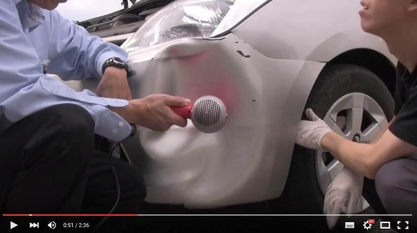 只要簡單準備一隻「吹風機」就可以自行動手修復完畢囉~(圖片取自Youtube/Kenneth Chan)