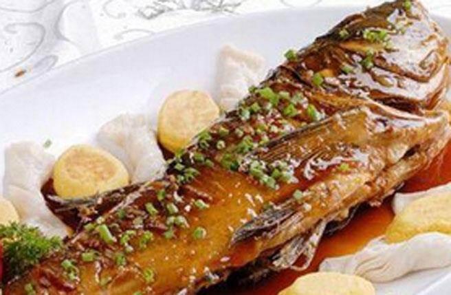 1.不去魚鱗的紅燒魚做法。(圖/醫學應用市場)