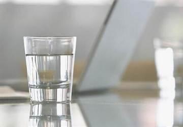 隔夜水為什麼有味道?還能喝它嗎?