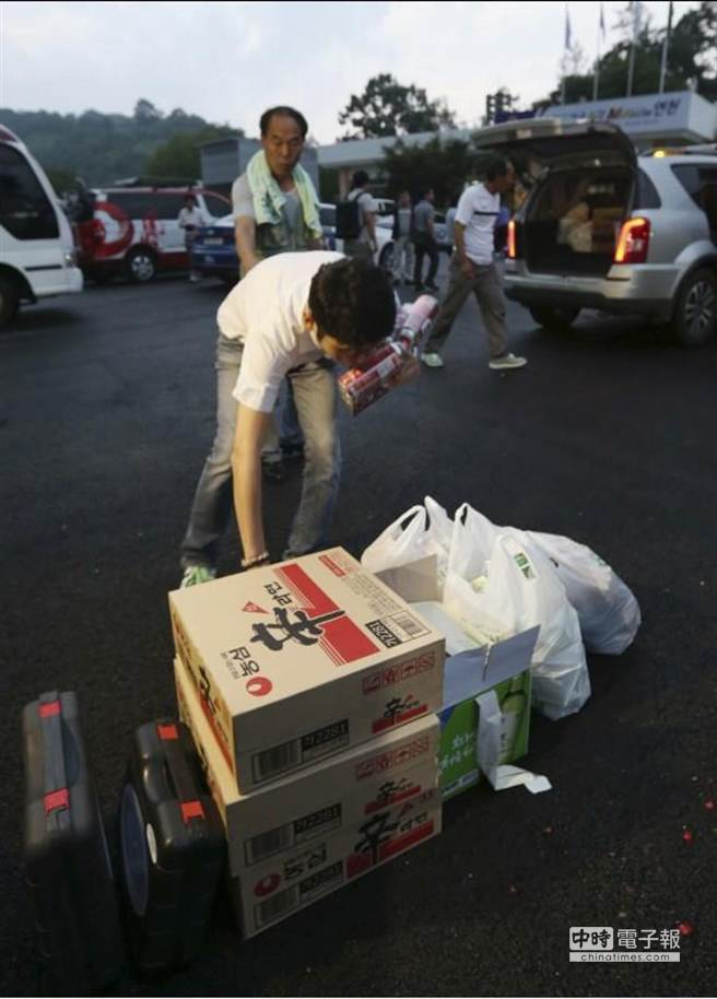 由於北韓砲擊南韓境內,南韓政府緊急疏散影響範圍內的居民,幸無人傷亡。(美聯社)