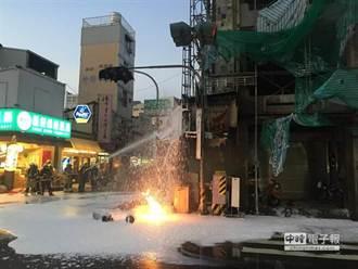 台南瓦斯氣爆 大火竄2樓高