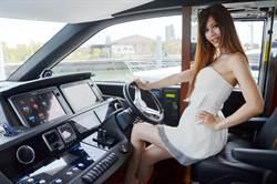 1.5億遊艇現身布袋港 showgirl造勢引話題