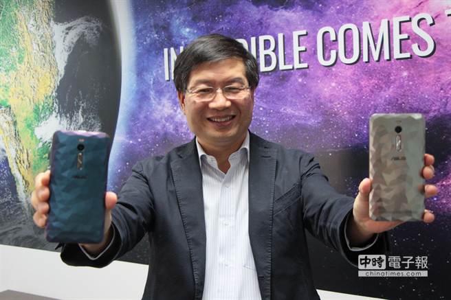 PC龍頭聯想(Lenovo)行動事業將重整,華碩執行長沈振來認為,這「至少要讓它忙一年」,並將反過來影響其NB事業。(侯良儒攝)