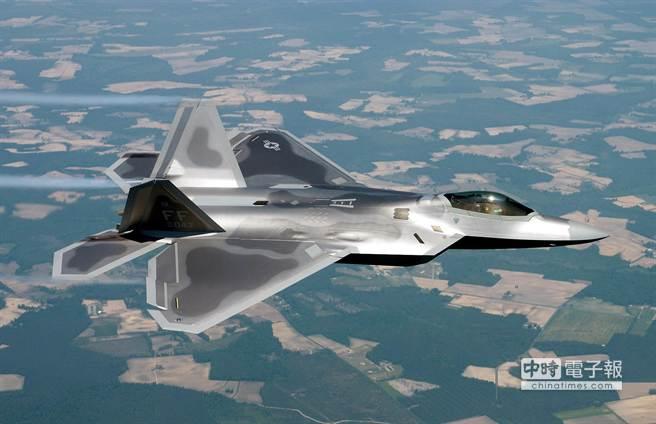 美國宣布將首度在歐洲部署F-22「猛禽」戰鬥機。(摘自維基百科)