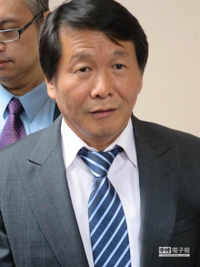 奕力董事長黃啟模於26日宣布與晨發簽署合併契約。 (楊曉芳攝)