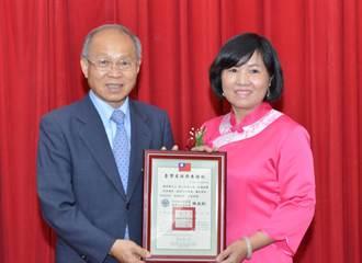 藍田書院詩學研究員陳秀琴 獲頒獎表揚