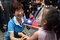 柱姐走訪五股老眷村 民眾大喊「總統好!」
