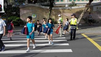 各級學校開學 警執行護童專案