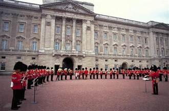 特派員傳真》直入白金漢宮 綠油精衛兵 & 洗碗的女王