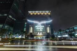 信義商圈砸錢聚焦 5萬LED燈包寶格麗經典巨蛇