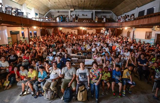 500觀眾湧入花蓮老戲院,觀賞電影《太陽的孩子》。