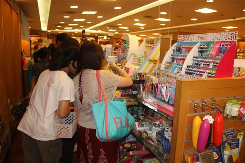市售文具多含塑化劑,消基會指出,塑化劑會造成男童雌性化、女童性早熟並增加女性罹患乳癌機率。(資料照片,葉書宏攝)