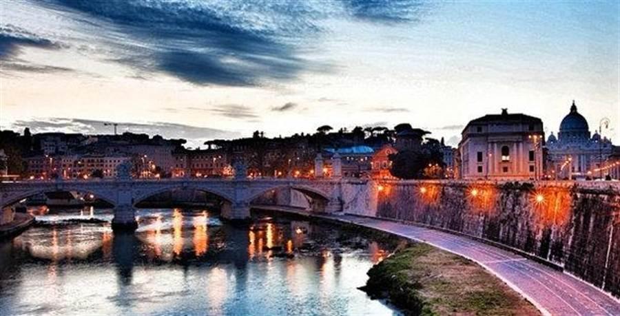 羅馬夜景。圖:業者提供