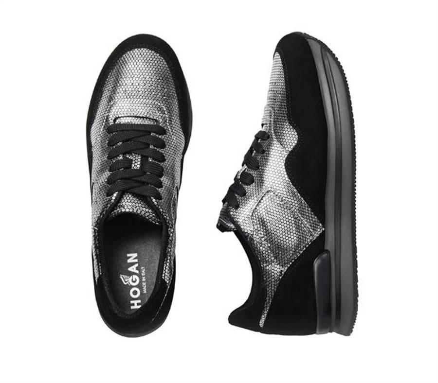 H222銀色壓紋皮革拼接黑色麂皮繫帶休閒鞋建議售價19,200元。圖片提供/HOGAN