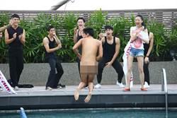 王大陸裸泳 曲家瑞驚呼:很大!