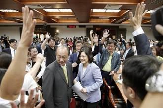 小英問誰是艱困選區?幾乎所有人舉手