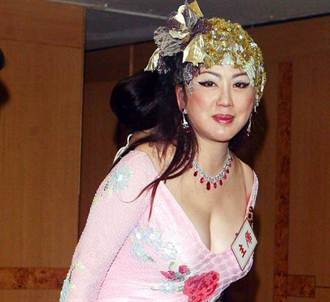 67歲宮雪花扮學生妹 盼出制服寫真