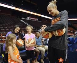 WNBA年度MVP 天空射手艾琳娜