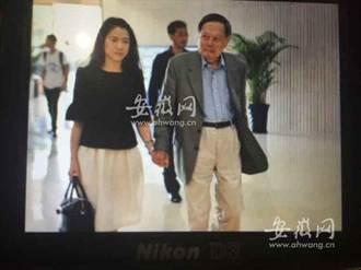 93歲楊振寧挽39歲嫩妻翁帆回家鄉