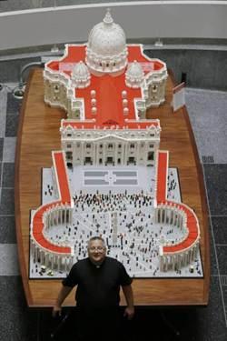 神!逾50萬塊樂高 拼出梵蒂岡模型