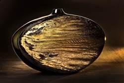 法藍瓷「金海」瓷瓶 柯錫杰攝影、鄭愁予新詩