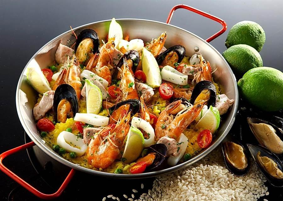 西班牙國宴主廚客座台北遠東期間,客人可以嚐到著名的〈西班牙番紅花海鮮飯〉。(圖/香格里拉台北遠東國際大飯店)