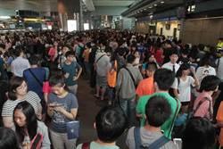 人潮湧高鐵台中站 入場到上車花30分鐘