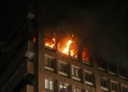 北市長安東路商辦大火 5消防員燙傷