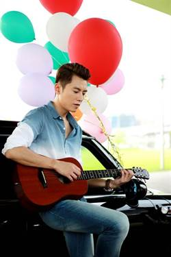 李國毅18歲自彈自唱 浪漫追女友