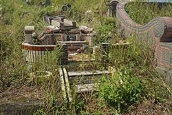 杜鵑毀墓園 五結鄉民代急尋家屬清理