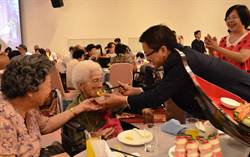 彰縣府辦萬壽宴 42位百歲人瑞聚一堂