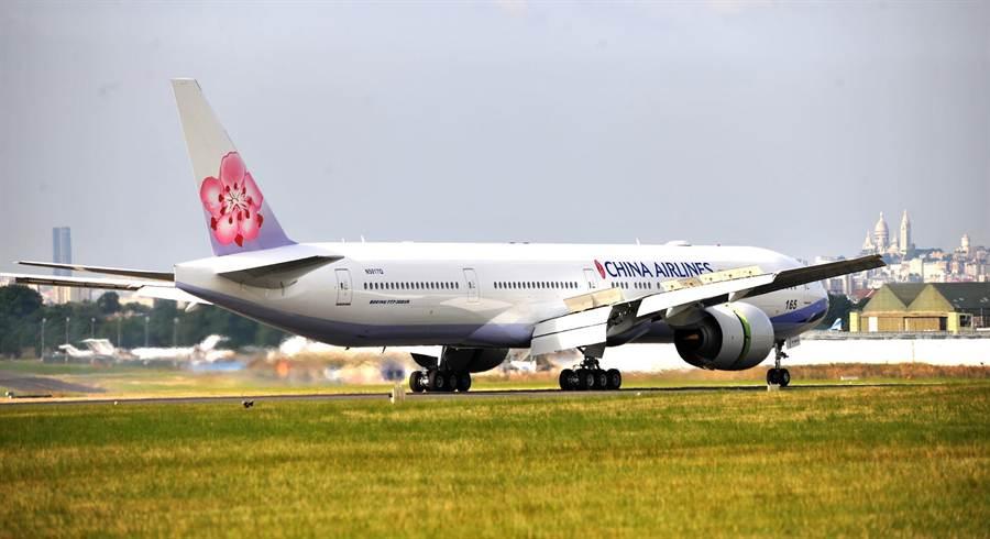華航一名孕婦旅客,在飛機上緊急產下了一名女嬰。(示意圖,本報系資料照片)