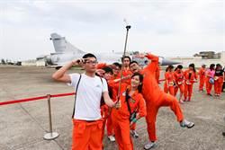 國慶路跑挺進空軍基地 幻象2000超吸睛