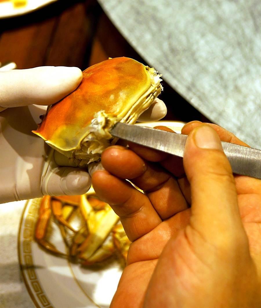 「挑針」是用來打開蟹蓋與挑出螃蟹蟹肉之用。(圖/姚舜攝)