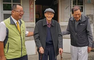 冬山鄉長訪「麻吉」 108歲人瑞樂開懷