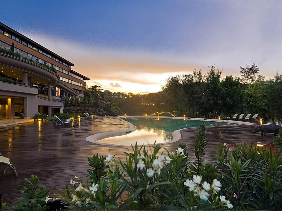 /有戶外花園與泳池的「羅馬大飯店」,是義大利羅馬地區近20年來,量體最大、設備最新的飯店。(圖/雲朗觀光)