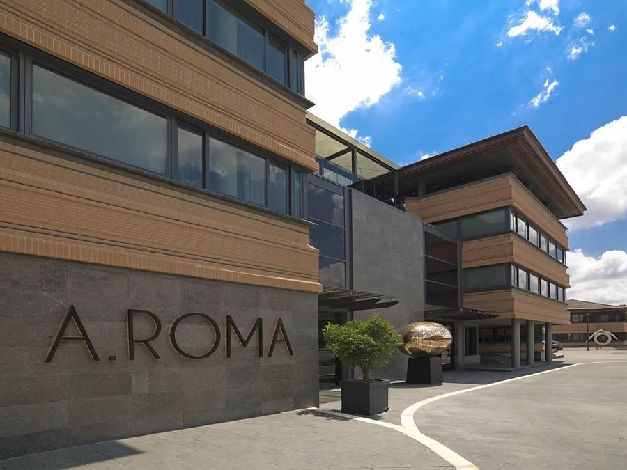 有戶外花園與泳池的「羅馬大飯店」,是義大利羅馬地區近20年來,量體最大、設備最新的飯店。(圖/雲朗觀光)