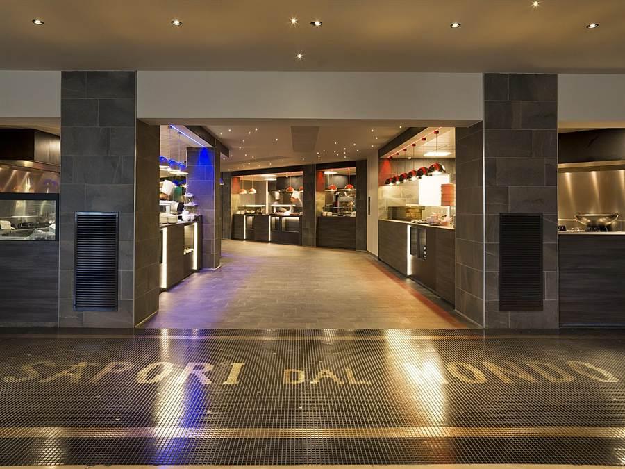 「羅馬大飯店」內有號稱全羅馬最大的自助餐廳,試賣期間已在當地造成轟動。(圖/雲朗觀光)