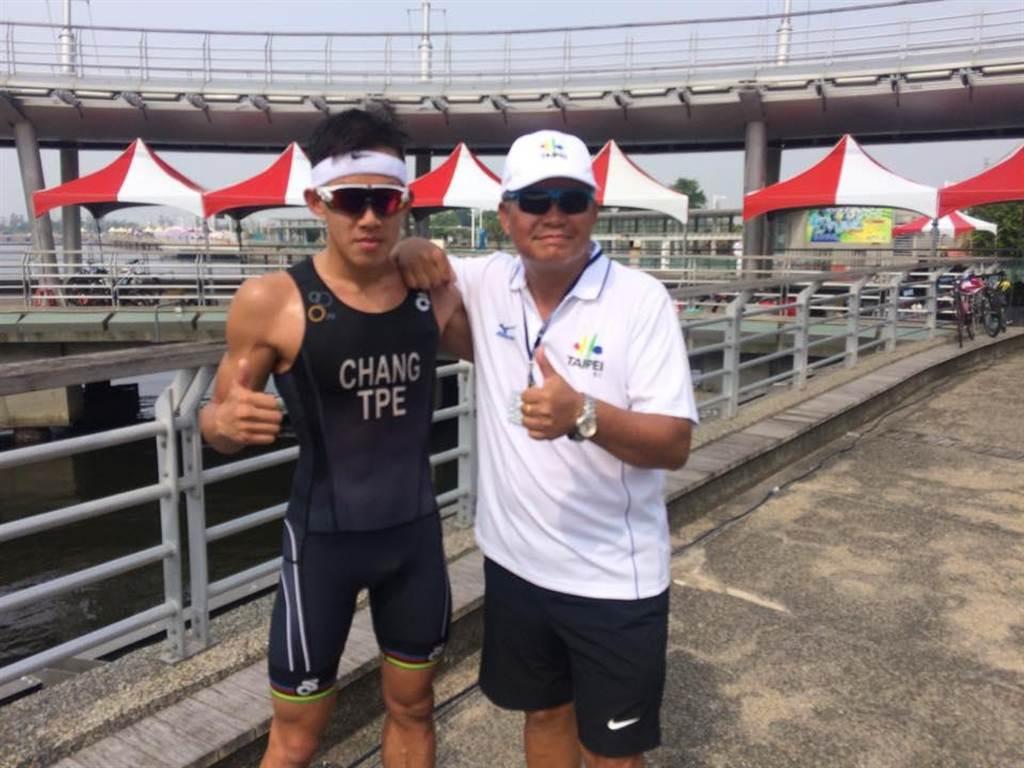 鐵人三項亞運國手張團畯(左)受聘擔任暑期訓練營總教練。(本報資料照)