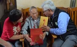 探訪百歲人瑞 李進勇送敬老金祝「呷百二」