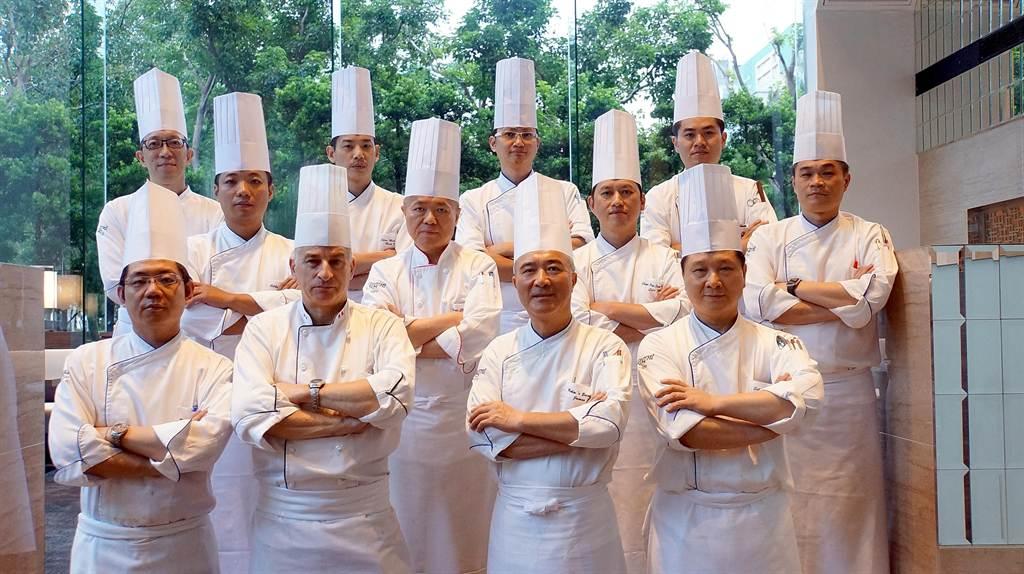 全新的晶華〈栢麗廳〉自助餐廳,標榜由集團館內與館外餐廳主廚聯手設計菜餚。(圖/姚舜攝)